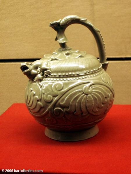 Sign describing the pot with no lid inside the Shaanxi History Museum in Xi'an, China
