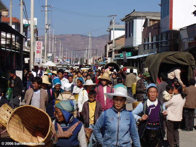Crowds at the Youshuo market in Yunnan province, China