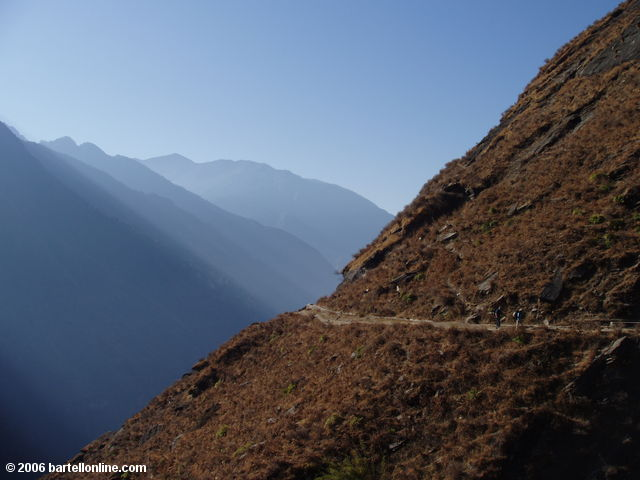 Sunrays and backpackers along the upper trail through Tiger Leaping Gorge in Yunnan, China